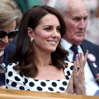 Kate Middleton clapping her hands showing her blue sapphire oval engagement rings
