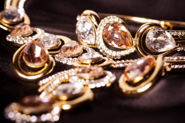 A set of pear-shaped diamonds with pave of diamonds